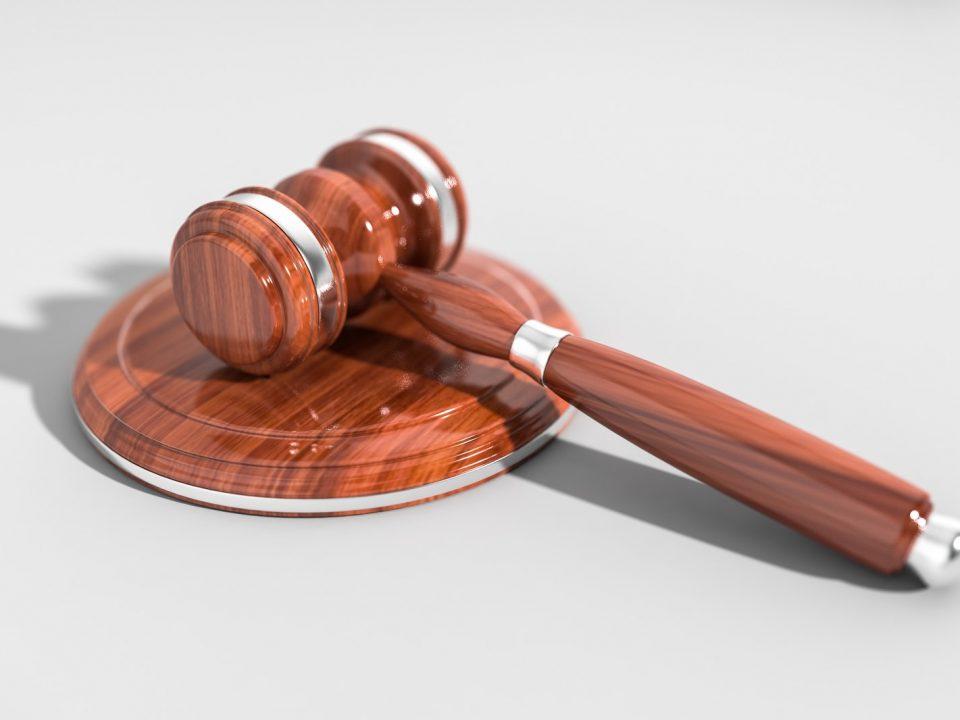 pembubaran perusahaan atau likuidasi perusahaan dapat dilakukan dimata hukum