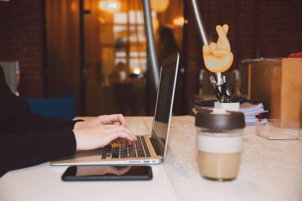 perbedaan virtual office dengan kantor konvensional